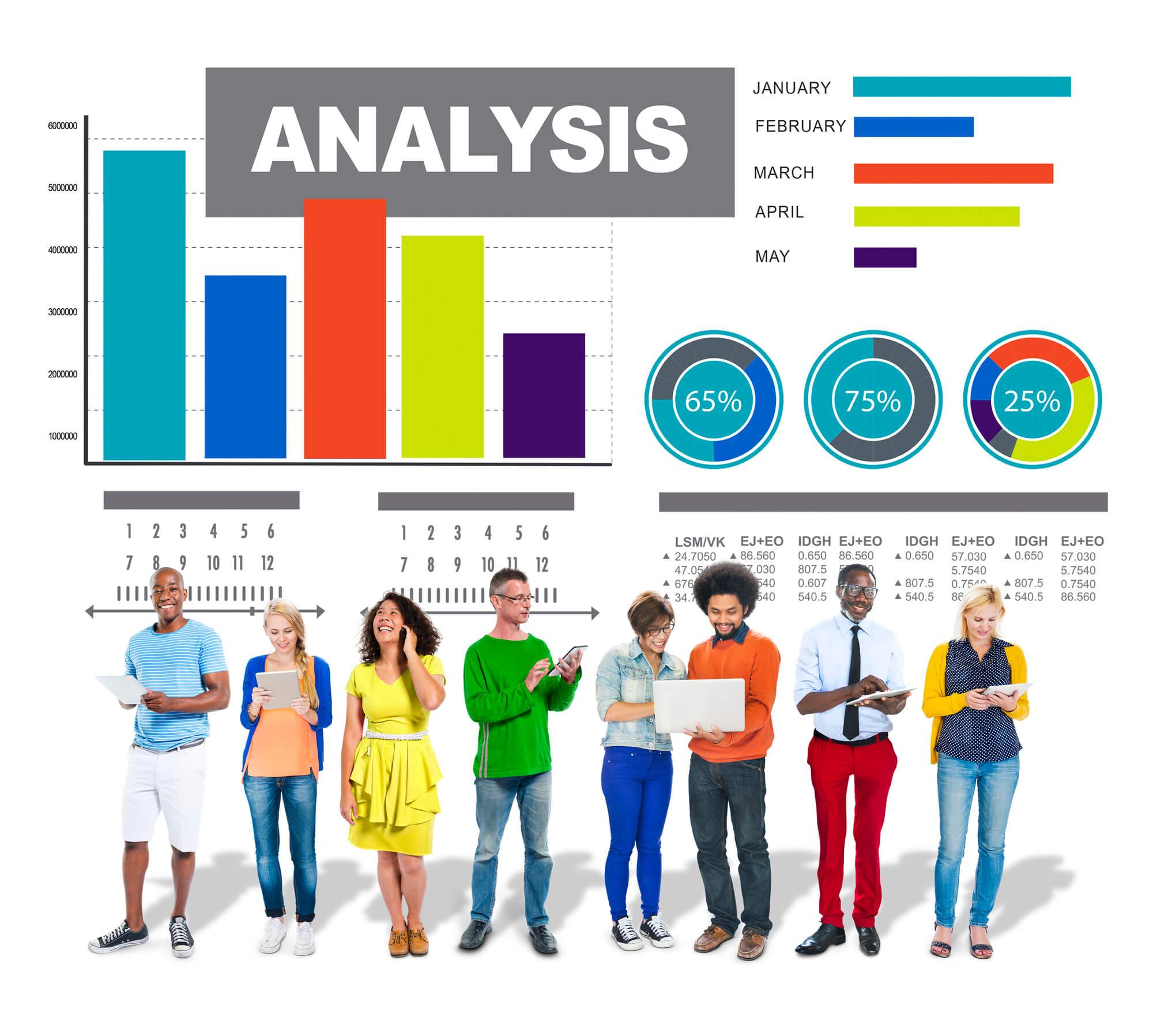 数値を分析する人々