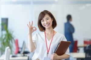 広報ブランディング戦略図を務める女性