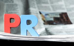 PRロゴとニュースペーパー